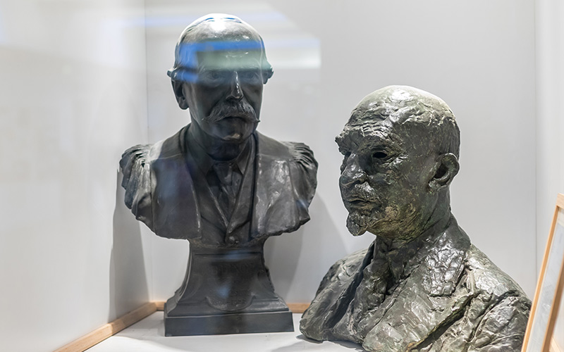 Two busts of men in the Chemistry Building