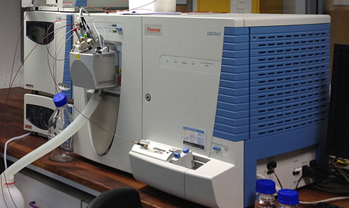 Microanalysis equipment, grey and blue in colour